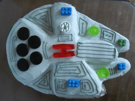 millenium falcon cake