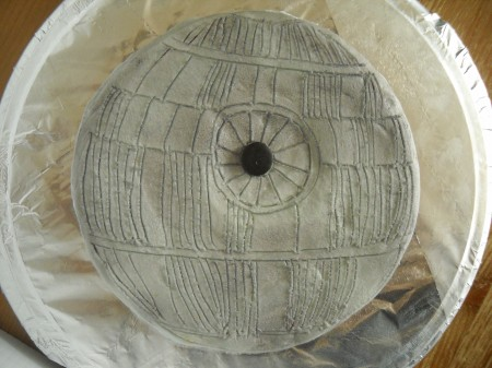 one-layer, easy death star cake