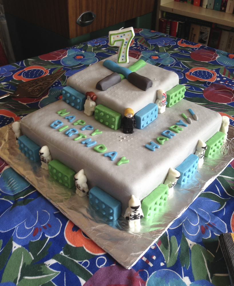How To Make A Fondant Lego Star Wars Cake Parents Need To Eat Too