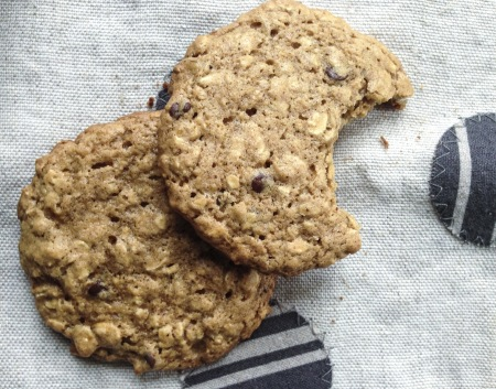 koenig.almond butter banana oatmeal cookies