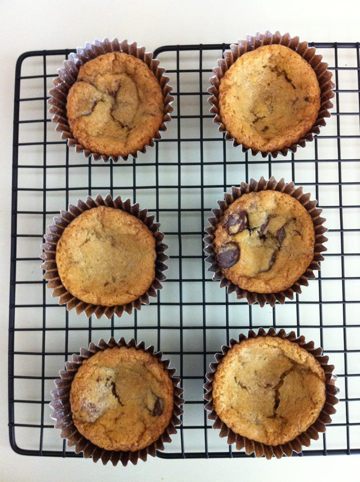 """Read more about the article Genius: Chocolate Chip Cookie """"Cupcakes"""""""