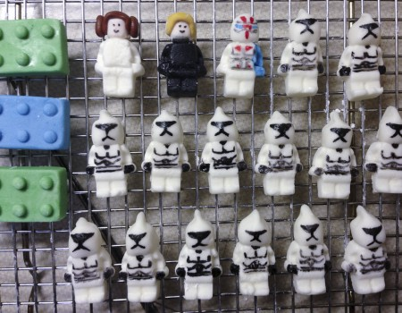 lego star wars minifigures made of marshmallow fondant. clone troopers, leiah, luke skywalker