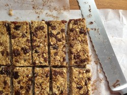 Chewy Quinoa Granola Bars: Picky Eater Lunchbox
