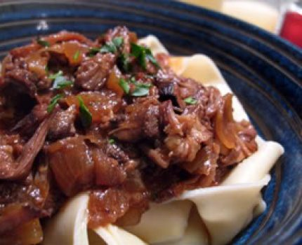 recipe for luscious, tender beef short ribs slow cooked in red wine